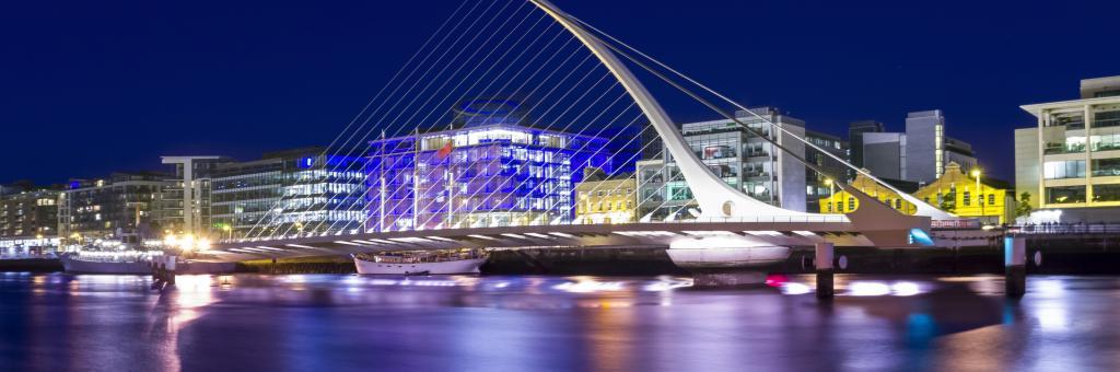 Dublin Samuel Beckett bridge at night